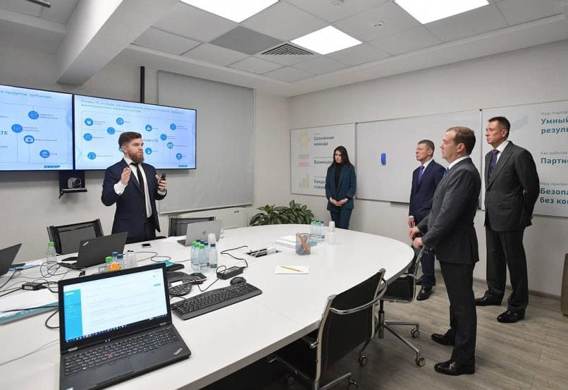 Сибур представил Дмитрию Медведеву результаты цифровизации